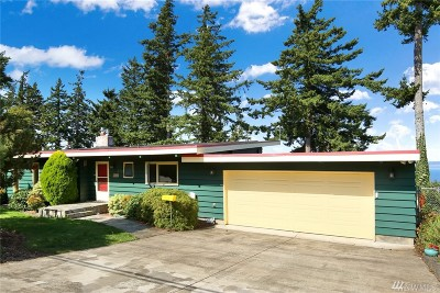 Bellingham Single Family Home For Sale: 426 Highland Dr