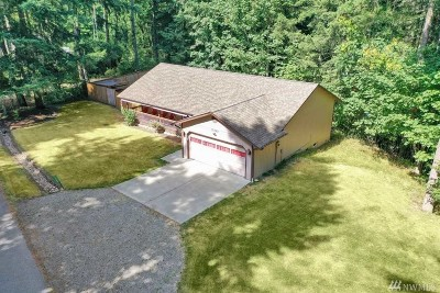 Yelm Single Family Home For Sale: 17948 Overlake Ct SE
