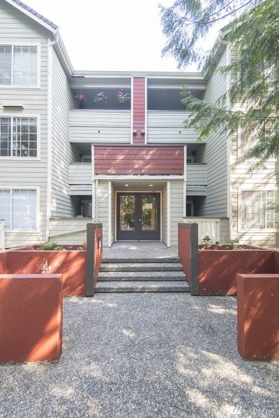 Snohomish County Condo/Townhouse For Sale: 15433 Country Club Drive #F105
