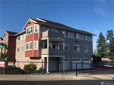 Puyallup Condo/Townhouse For Sale: 13215 97th Ave E #303