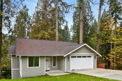 Bellingham Single Family Home For Sale: 42 Morning Glory Dr