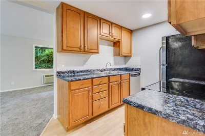 Burien Condo/Townhouse For Sale: 310 S 174th Place #E
