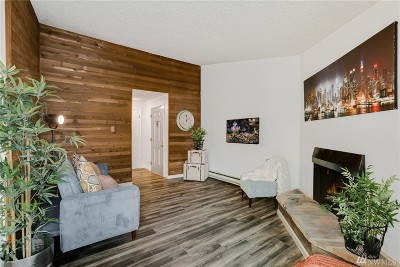 Kent Condo/Townhouse For Sale: 1840 Central Place S #B18