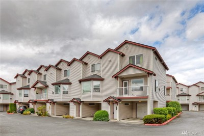 Everett Condo/Townhouse For Sale: 8823 Holly Dr #531