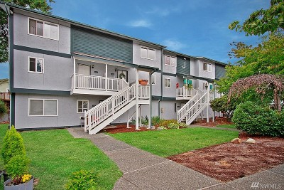 Everett Condo/Townhouse For Sale: 8823 Holly Drive #J204