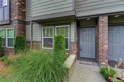 Everett Condo/Townhouse For Sale: 11008 20th Dr SE