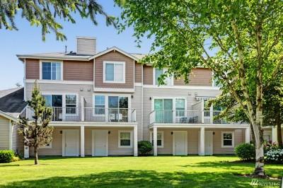 Kent Condo/Townhouse For Sale: 23400 Lakeside Blvd E #7-4