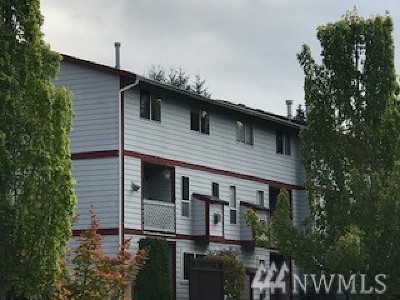 Puyallup Condo/Townhouse For Sale: 3939 10th St SE #F5