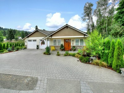 Pierce County Single Family Home For Sale: 9508 Crescent Cove Place