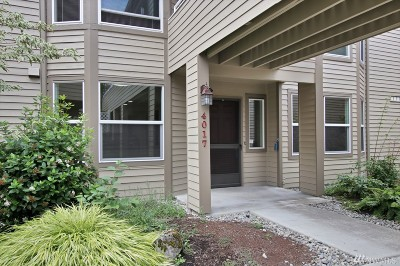 Issaquah Condo/Townhouse For Sale: 4017 220th Place SE
