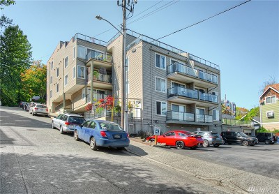 Seattle Condo/Townhouse For Sale: 3022 SW Bradford St #104
