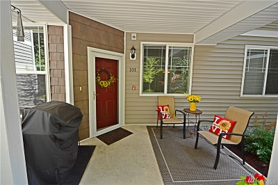 Puyallup Condo/Townhouse For Sale: 12507 172nd St E #LL101
