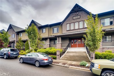 Issaquah Condo/Townhouse For Sale: 1736 10th Ave NE #C208