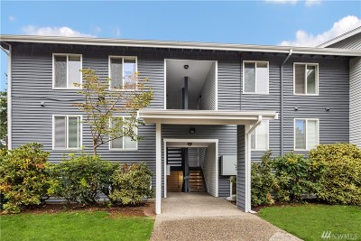 Bellevue Condo/Townhouse For Sale: 4171 W Lake Sammamish Pkwy SE #A102