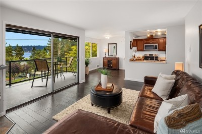 Bellevue Condo/Townhouse For Sale: 4175 W Lake Sammamish Pkwy #A305