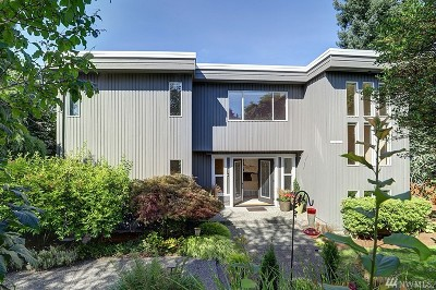 Kirkland Single Family Home For Sale: 10420 113th Place NE
