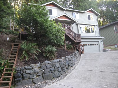 Bellingham Single Family Home For Sale: 34 Deer Run Lane