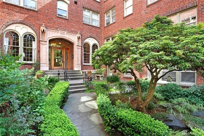 King County Condo/Townhouse For Sale: 124 Warren Ave N #311