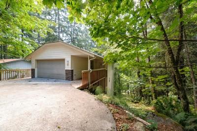 Single Family Home Sold: 10 Sandalwood Cir