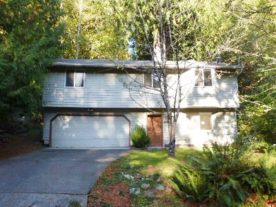 Single Family Home Sold: 3 Whistling Swan Place