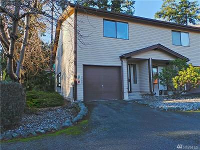 Oak Harbor Condo/Townhouse Sold: 690 NW Atalanta Wy #B1