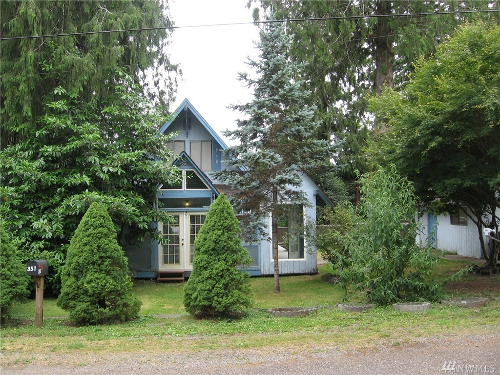 3 bed / 1 partial bath Home in Allyn for $139,000