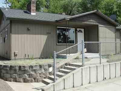 Single Family Home Bom: 1215 S University Rd