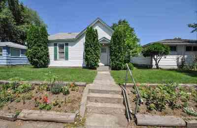 Single Family Home For Sale: 2411 E Rowan Ave