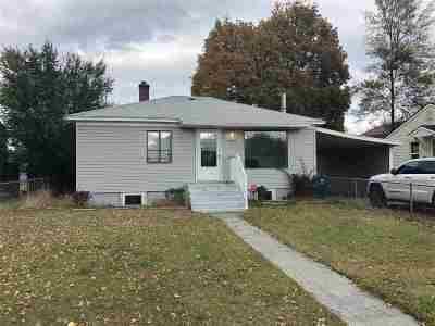 Spokane Single Family Home Ctg-Short Sale: 2907 E Euclid Ave