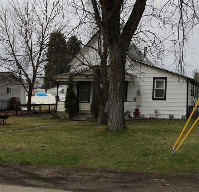 Deer Park Single Family Home Bom: 111 E 3rd Ave