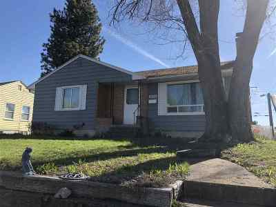 Spokane Single Family Home Ctg-Short Sale: 4904 N Belt St