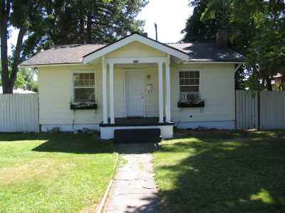 Single Family Home For Sale: 718 E Rich Ave