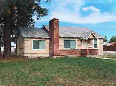 Single Family Home For Sale: 5427 N Walnut Ave