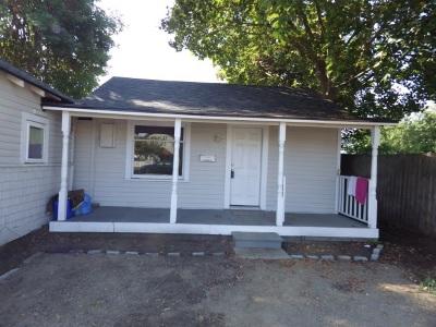 Single Family Home Chg Price: 2622 E Everett Ave