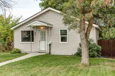 Single Family Home For Sale: 403 E Sanson Ave