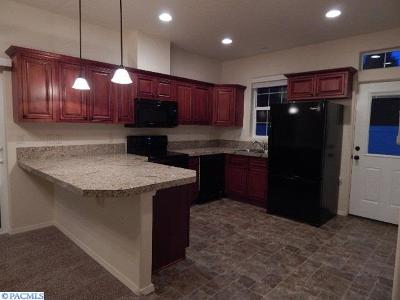 Kennewick WA Condo/Townhouse Sold: $159,900