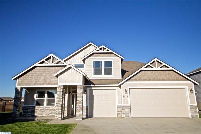Pasco Single Family Home For Sale: 4410 Palmyra Dr