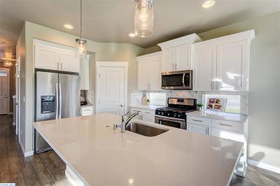 Pasco Single Family Home For Sale: 5209 Brandon Ct