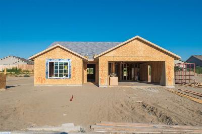 Pasco Single Family Home For Sale: 5910 Ramus Lane