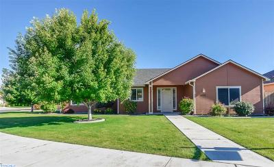 Kennewick Single Family Home For Sale: 8203 W Clearwater Pl