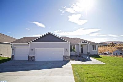 West Richland Single Family Home For Sale: 4323 Maple Lane