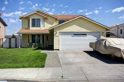 Pasco Single Family Home For Sale: 8215 Langara Dr