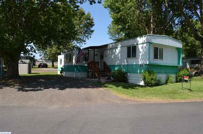 Pasco Mobile/Manufactured For Sale: 3517 Road 84 Trailer 103b #103B