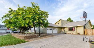 Kennewick Single Family Home For Sale: 3611 S Benton Pl