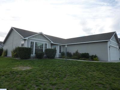 Pasco Single Family Home For Sale: 142 Berkshire
