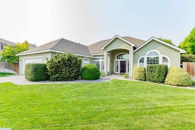 Richland Single Family Home For Sale: 223 Thyme Cir
