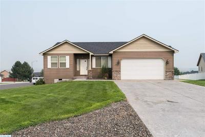 Pasco Single Family Home For Sale: 4811 Salvia Ct