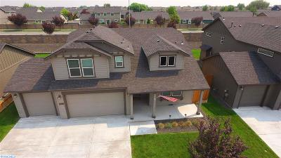 Pasco Single Family Home For Sale: 5807 Middle Fork St
