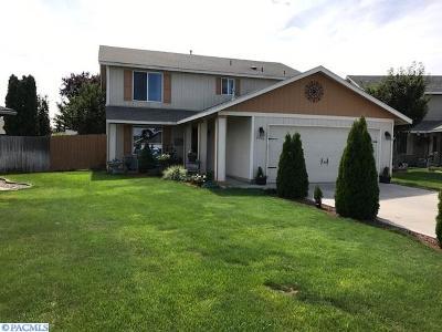 Pasco Single Family Home For Sale: 6404 Dodger Dr.