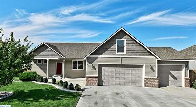West Richland Single Family Home For Sale: 3712 Hazelwood Dr